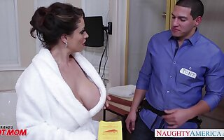 Young man enjoys fucking hot mom's friend Eva Notty