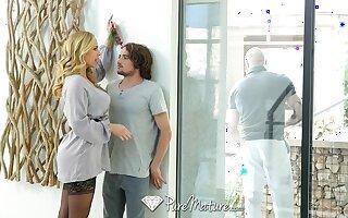 Be lost gorgeous stepmom Olivia Austin seduces curly man Tyler NIxon