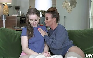 Slutty MILF stepmom seduces her rearward stepdaughter come by eating her pussy