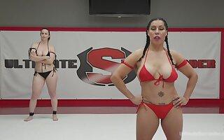 hardcore lesbian sex with no mercy is all that Izamar Gutierrez needs
