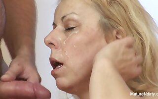 Blonde Granny Wakes Him Up For An Anal Fuck - Mature'NDirty