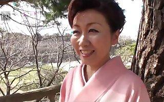 39 yr old Yayoi Iida Swallows two Loads (Uncensored)
