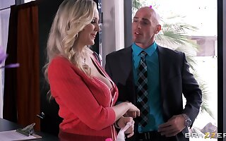 Busty secretary Julia Ann drops first of all her knees to divert her boss
